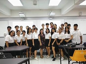 นักศึกษาในที่ปรึกษาพบปะเพื่อพูดคุยเรื่องการเรียน